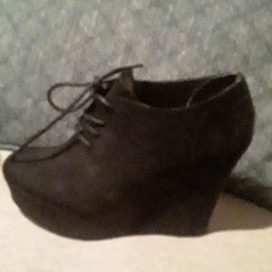 NWOT MATERIAL girl Black Booties 7.5